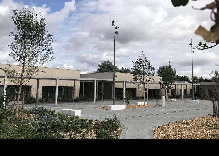 Ville de Wavrin (F-59) - Groupe scolaire : cour école élémentaire